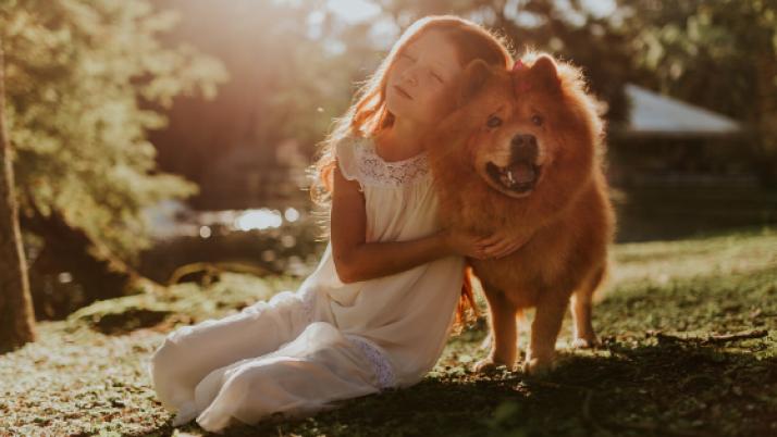 Moj pogled: vpliv hišnih ljubljenčkov na otroke in odraščanje